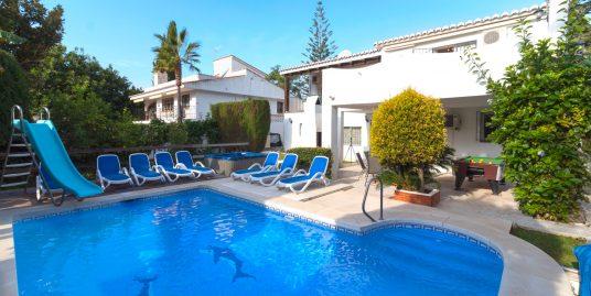 Casa en venta en la Sierrezuela, Mijas Costa.  4 Dormitorios 3 baños