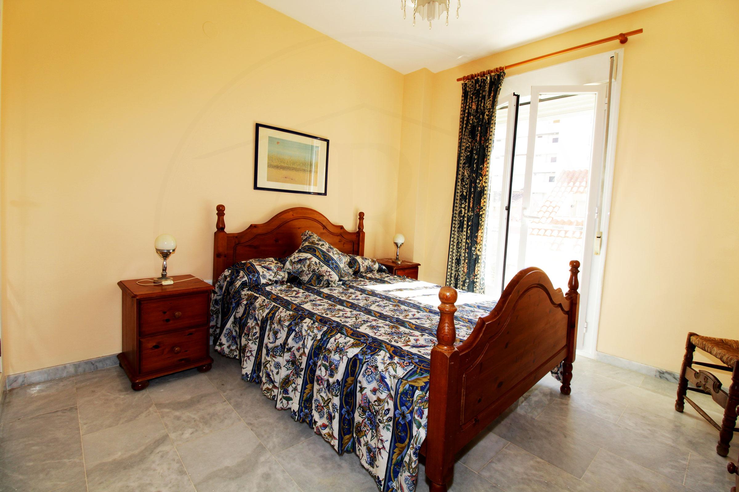 Alquiler de larga druación de piso dúplex de un dormitorio.